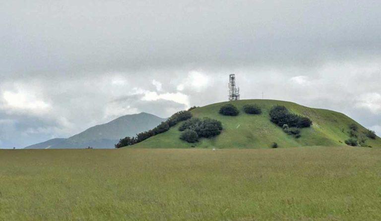 Veduta panoramica sulla cima del Monte Petrano (PU)